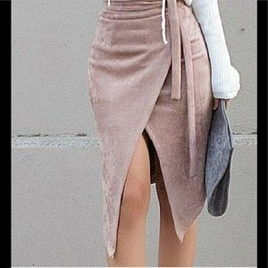 Dresses & Skirts - Blush midi LOVE